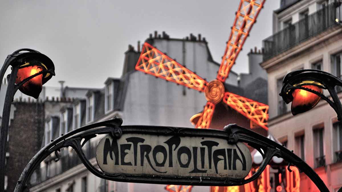 Paris Metro Moulin Rouge