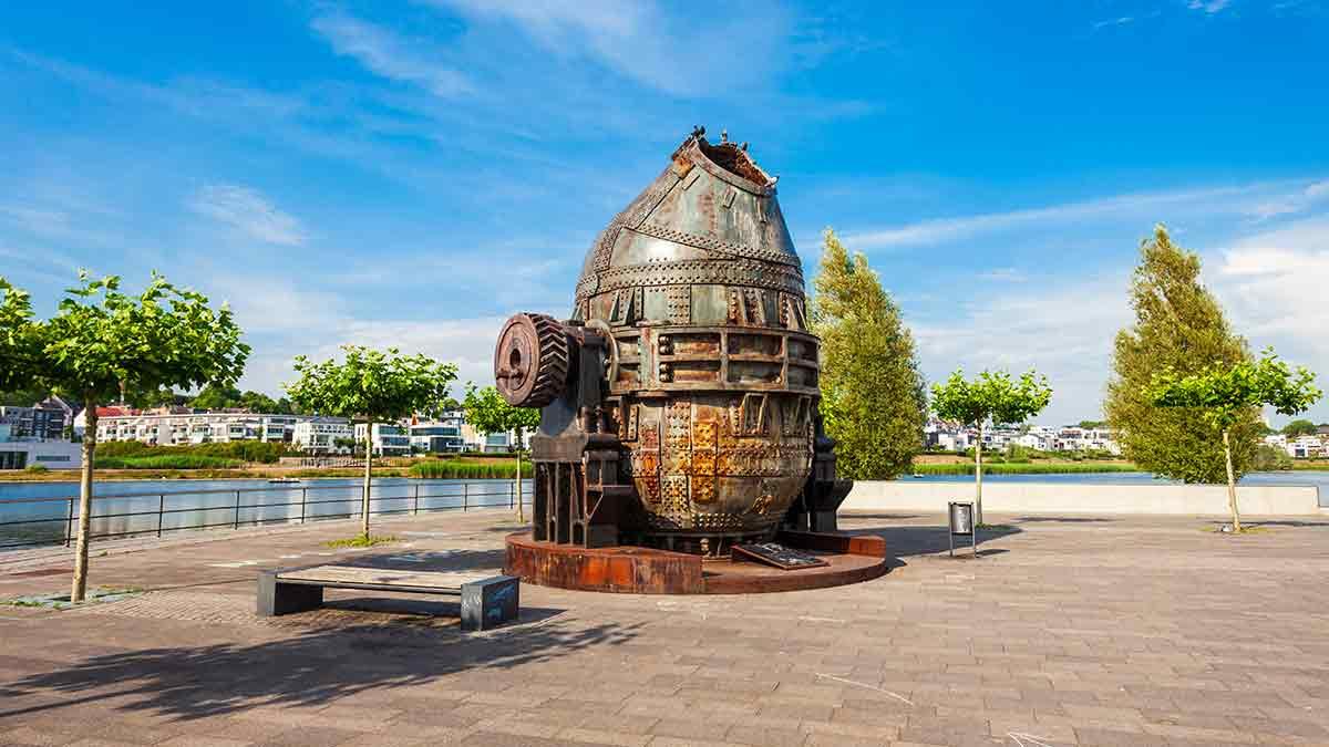Thomas steel converter monument