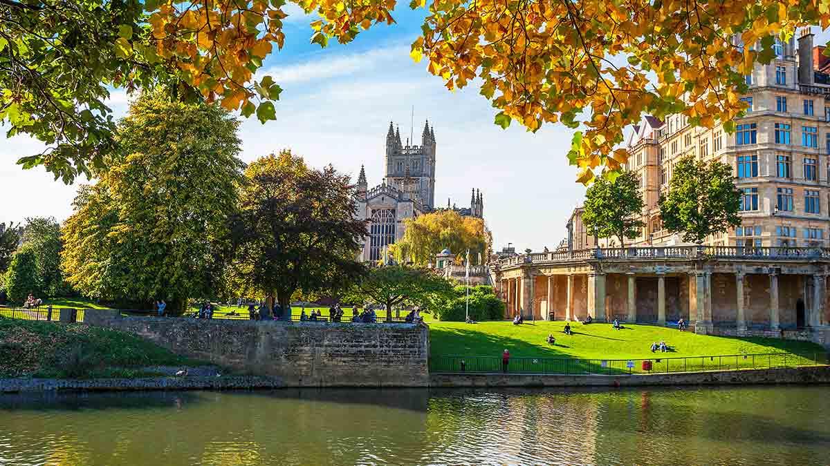Wejdź na szczyt wieży opactwa w Bath.