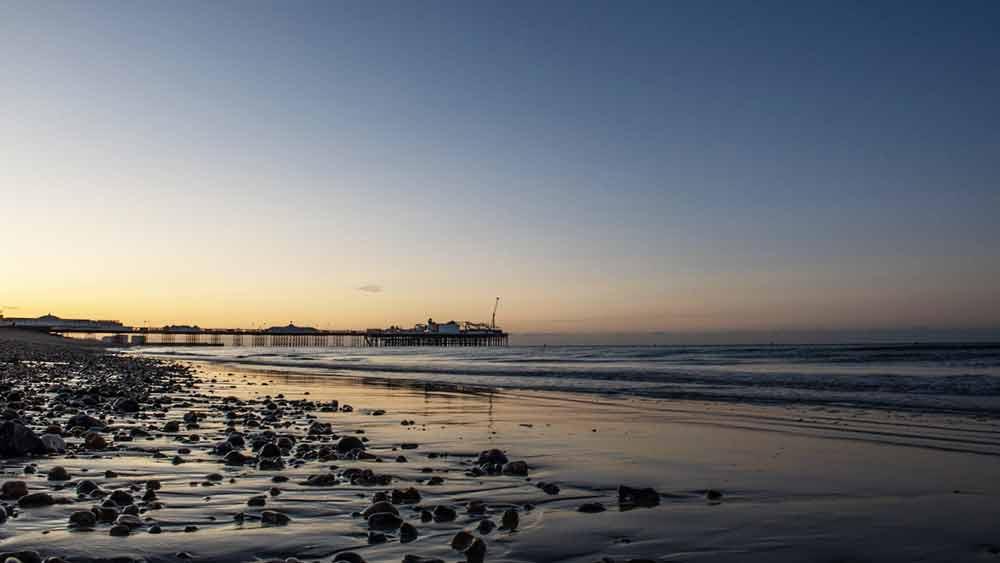 Brightons Strand bei Sonnenaufgang