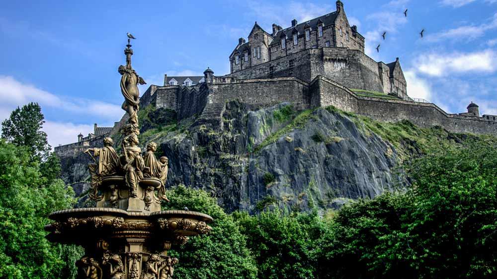 Zamek Edinburgh w Szkocji