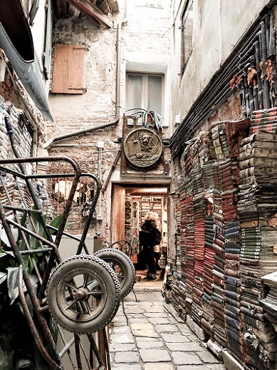 Shopping in Venice - vintage bookshop