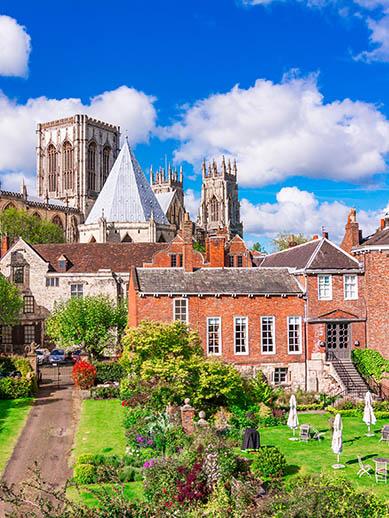York-Kathedrale in England. P&O Ferries Mini-Kreuzfahrt.