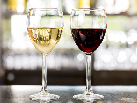 Brasserie - white glass of wine and red glass of wine