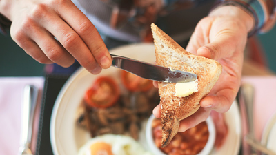 Food Court – warmes Frühstück mit Buttertoast