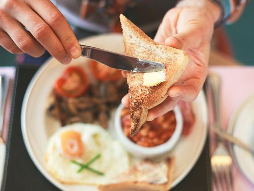 The Kitchen – Warmes Frühstücksbuffet bei P&O Ferries